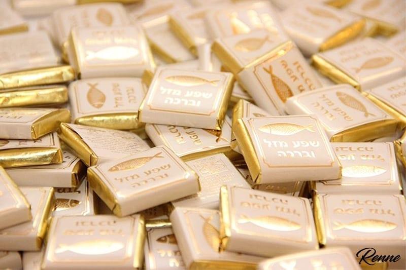 שוקולד בעטיפה מזל וברכה