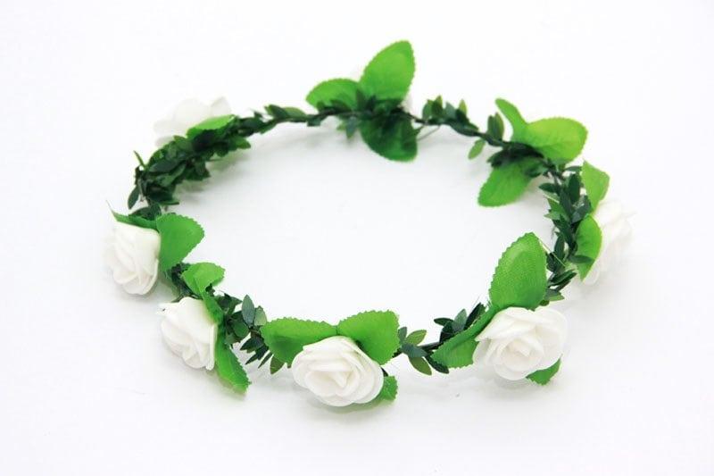 זר פרחים לראש בצבע לבן