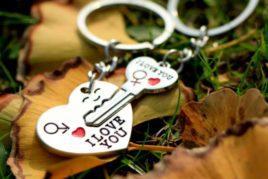 זוג מחזיקי מפתחות love