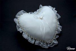 כרית טבעות לב ענקית