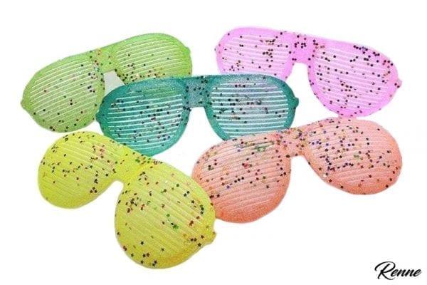 משקפי נצנצים ענקיות