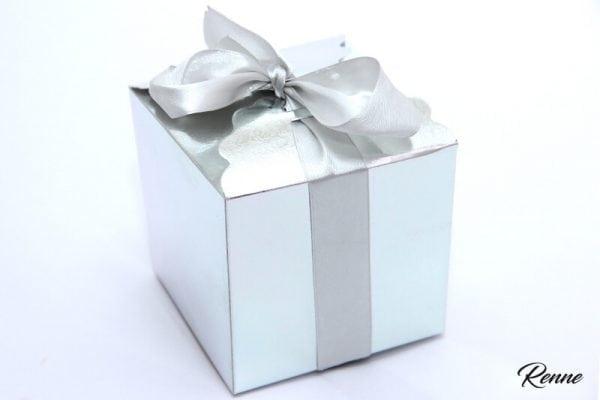 קוספת מתנה בצבע כסף