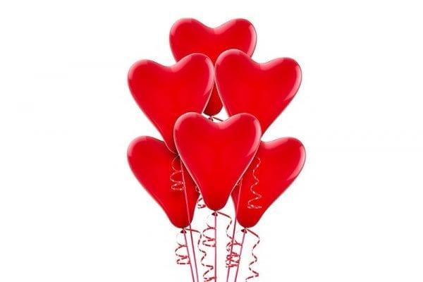 בלוני לב אדומים